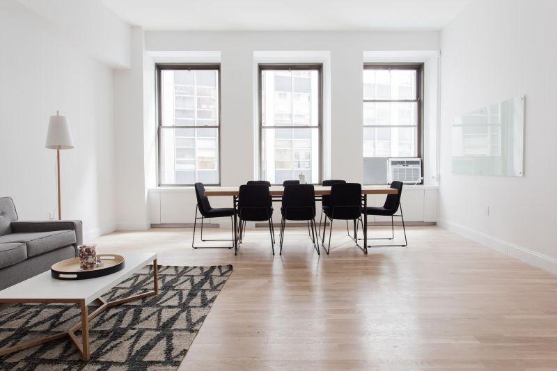 jaka podłoge do mieszkania wybrać?
