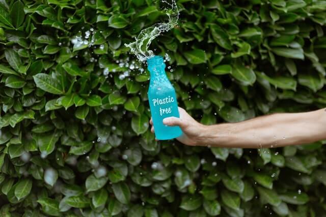 zdjęcie przedstawia szklaną butelkę (recykling)