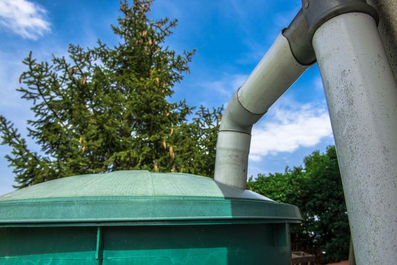 Oszczędzanie wody - zbiornik magazynujący