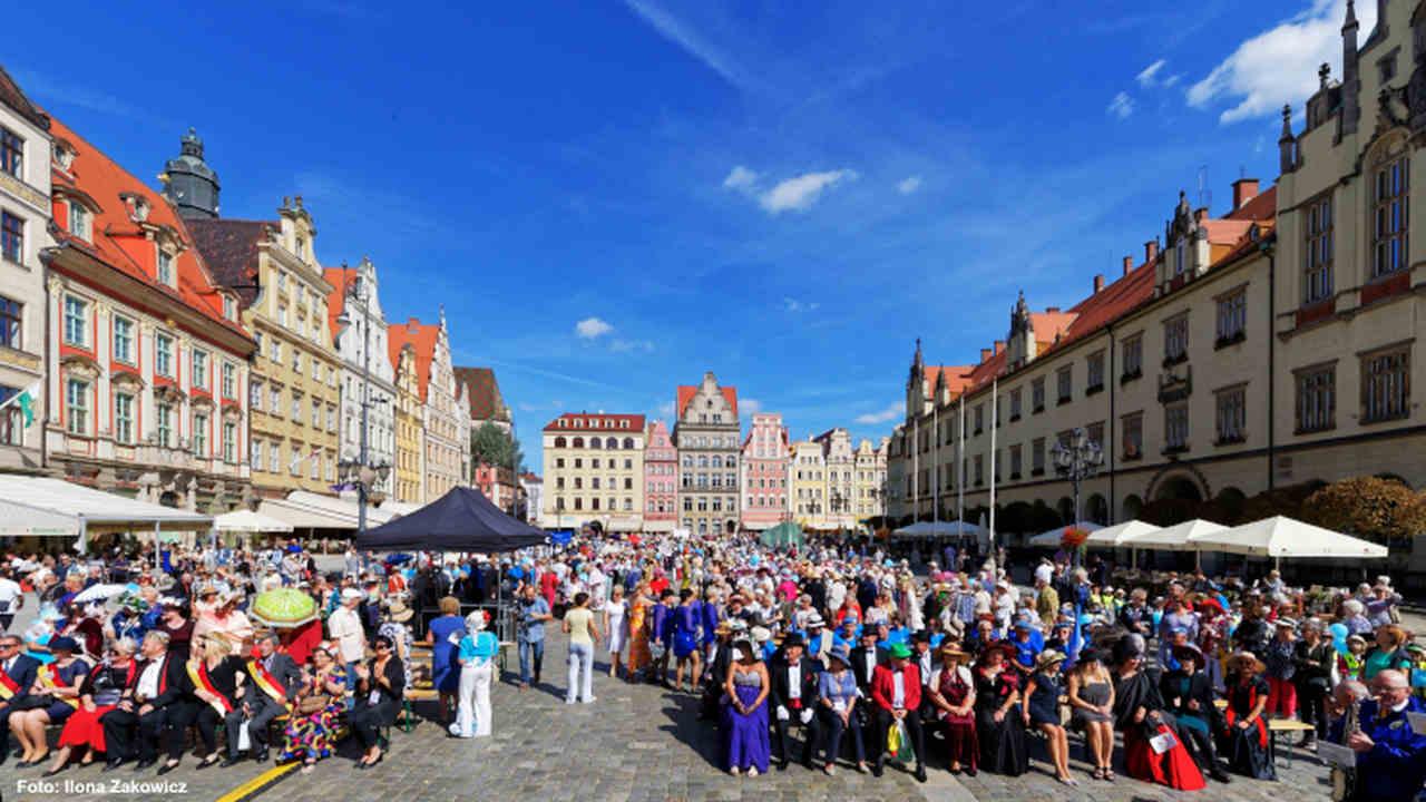 wrocławskie centrum seniora marsz kapeluszy